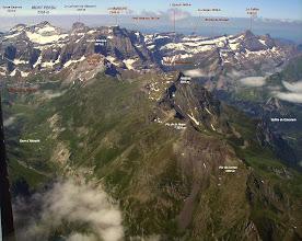 Photo: Hautes Pyrénées: vision aérienne sur l'environnement du pic Piméné.