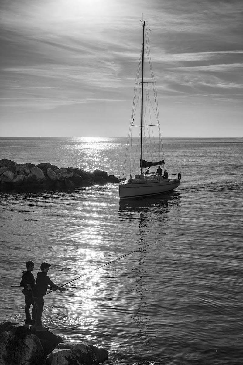 Giovani pescatori di mariannabitto