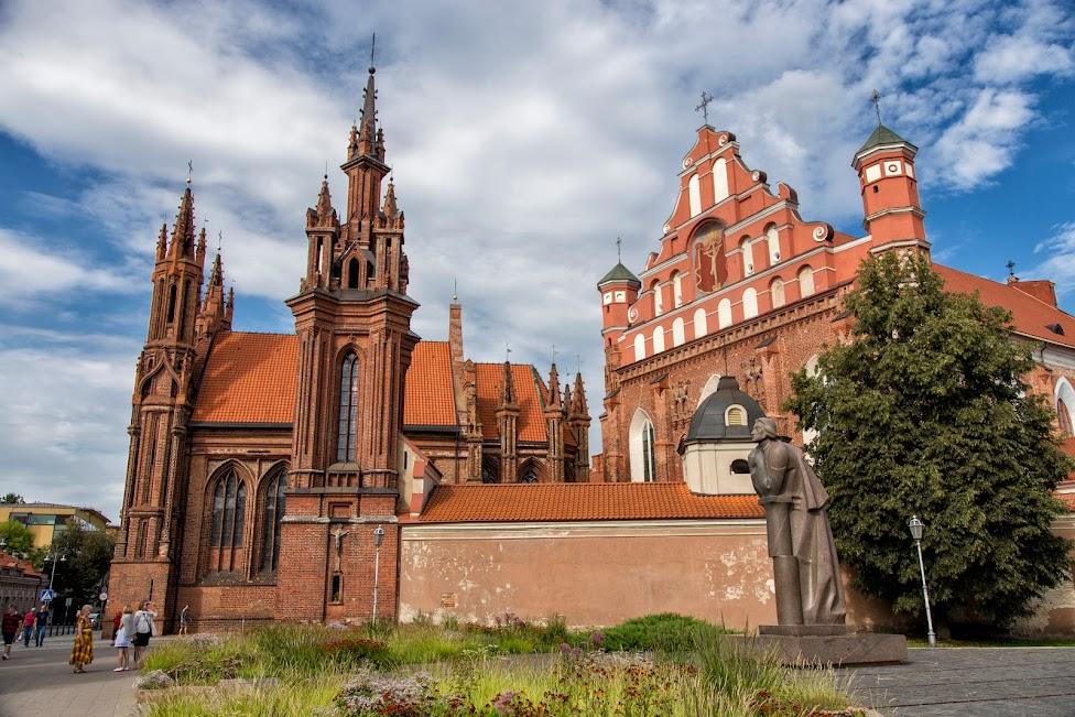 Kościół św. Anny i pomnik Adama Mickiewicza w Wilnie