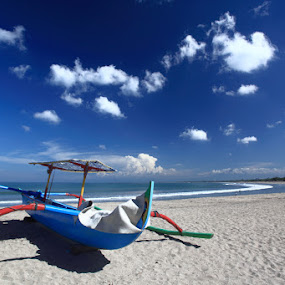 Kuta Bali by Steven Tessy - Landscapes Waterscapes ( sand, cloud, beach, boat )