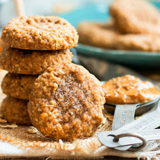 (4-Ingredient) Almond Butter Oatmeal Cookies.