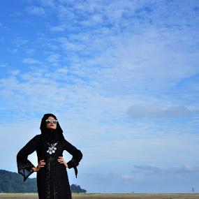 Black Beauty by Anis Ghazalli - People Fashion ( fashion, jubah, muslimah, black )