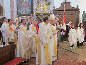 Photo: Das Schlußlied wird gesungen - das Magnificat Marias in rhythmischer Fassung.