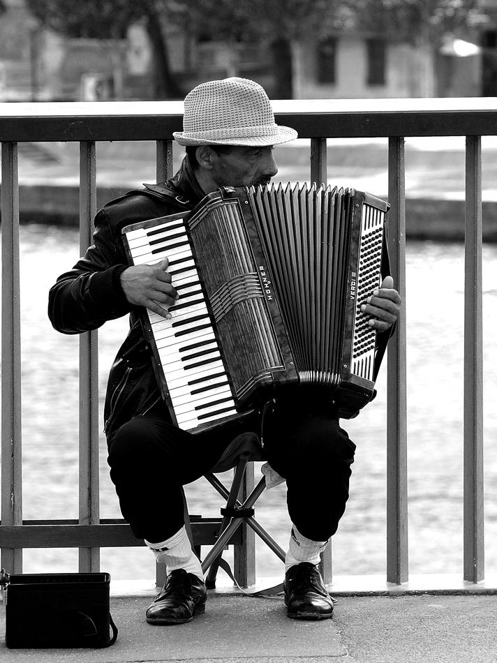 Le mani nella musica !! di leonardo valeriano