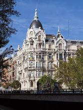 Photo: Un edificio por ahí (a la vuelta de la Plaza España, si mal no recuerdo)