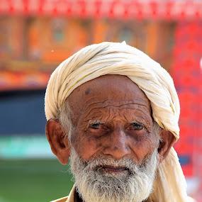 Old Man by Tahir Sultan - People Street & Candids ( nikon, old man, candid, pixoto, lines, eyes,  )