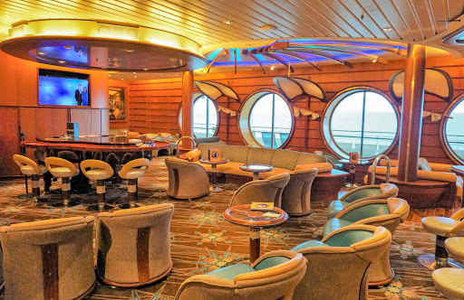 mariner-of-the-seas-schooner-bar.jpg - This nautically themed Schooner Bar is the perfect spot to enjoy a drink with friends on Mariner of the Seas.