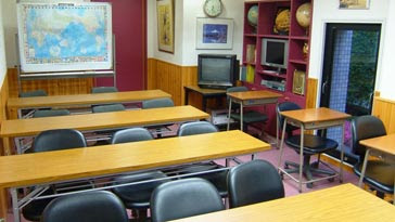 lớp học trong trường UJS