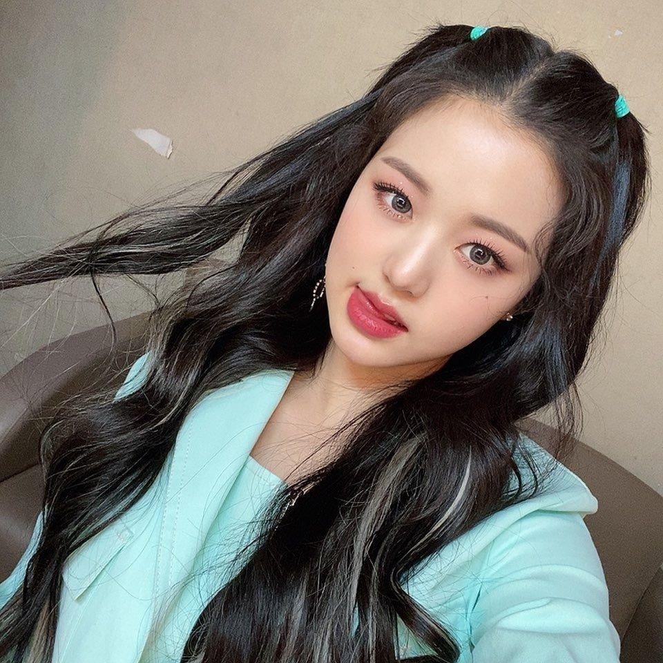 izone-wonyoung-selfie-2