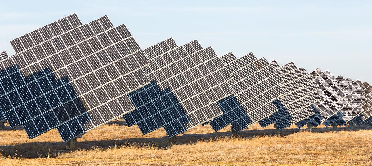 diferencia-paneles-solares-hibridos-convencionales