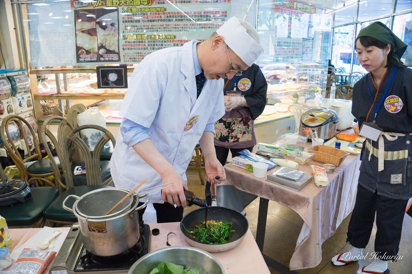 ひまわり油を使った野菜炒めの実演