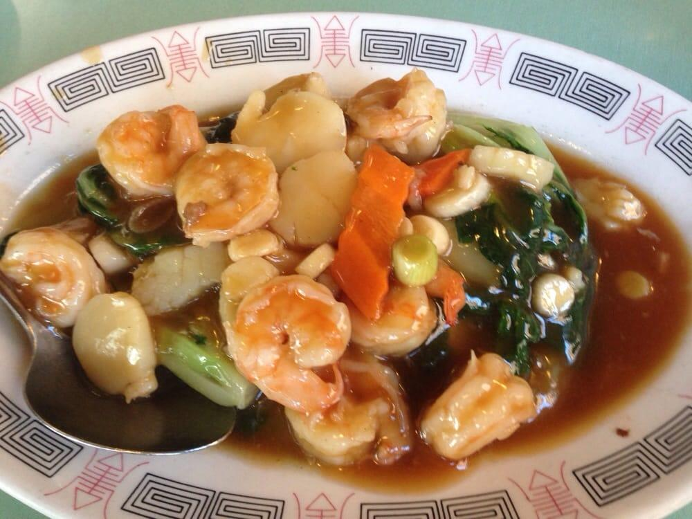 Photo of Uncle Wong's Restaurant - El Cerrito, CA, United States. Scallop & Shrimp with Tender Greens