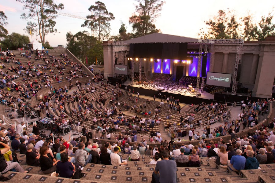 El público comenzó a llegar muy temprano al concierto que ofreció la Orquesta Sinfónica Simón Bolívar en el Teatro Griego de Berkeley.