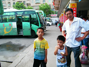 Photo: journey hometown in summer 2013 shakes doubts and plows hope: lingering in Town Tian in summer heat most of our vacation.here my brother-in-law and family of my nephew saw our leaving in Wuxue bus station.