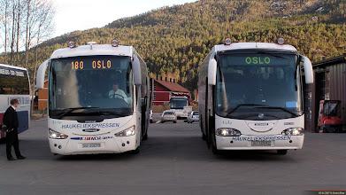Photo: #241/239: SU 19279 og SU 10542 hos Telemark Bilruter i Seljord, 05.04.2007.