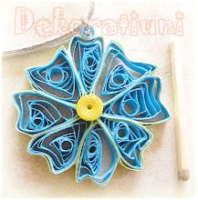 Photo: Colier cu pandantiv floral albastru Pandantiv : tehnica quilling, lacuit şnur din piele întoarsă gri, cca. 50 cm reglabil, la cerere se poate înlocui cu un alt fel de şnur , oricare prezent pe acest blog Preţ: 10 lei
