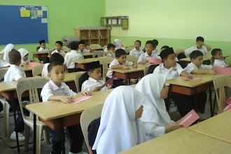 Photo: Pelajar tahun 1 di hari pertama persekolahan. Gambar pada Januari 2011.