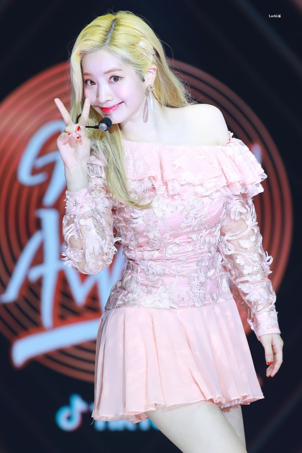 dahyun shoulder 17