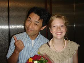 Photo: 2008年08月18日 キンダー終了!!  毎年恒例のキンダー・フィルム・フェスティバルが 無事に終わった。 今年は、会場が青山と調布の2か所での開催、 戸田恵子さんがボイスオーバーされたりと 盛りだくさんのフェスとなった。  来日した「10歳のカーラ」(from デンマーク) 主演のエレナ・アンデ・ヨンセンちゃんと 「10歳のカーラ」は今年の最優秀作品賞を受賞!!