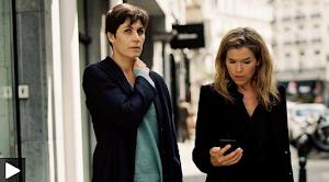 Bild aus Video: Zwei Frauen auf der Straße.
