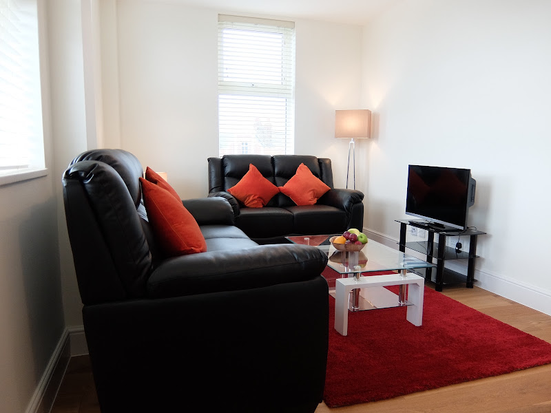 25-living-room-lamp-tv-twickenham