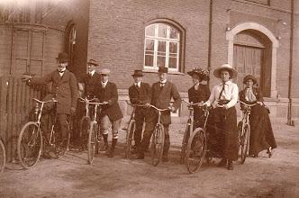 Photo: 1912 Odense-roere på cykletur til Slukefter