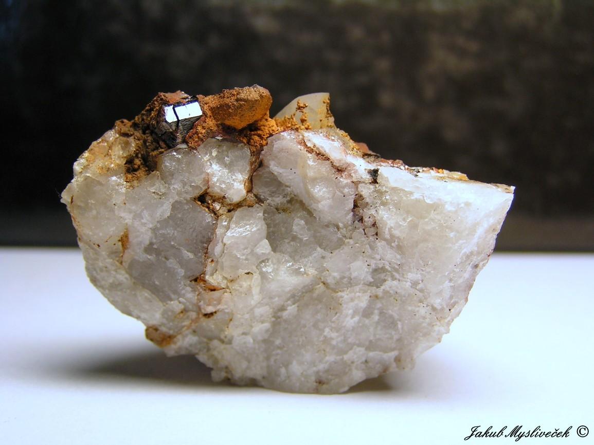 """Photo: Hezký vzorek s krystalem kasiteritu na křemeni (Krupka - halda """"Bismutka""""). Velikost vzorku 50 mm. Nalezeno dne 10.7. 2016."""