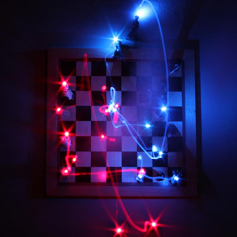 """""""THE CHESS PATH""""  Les 3 visuels publiés ci-dessus représentent chacun un moment particulier d'une partie d'échecs célèbre. La première image est une représentation de la partie qui opposa Lasker à Napier au tournoi de Cambridge Springs de 1904. La deuxième image est une restitution de la partie qui opposa Pillsbury et Lasker au tournoi de Saint Pétesbourg en 1895. La troisième image est une retranscription de la partie qui opposa Steinitz à Tchigorine en Espagne."""