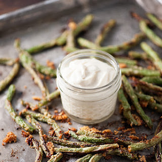 Roasted Green Beans with Creamy Dipping Sauce
