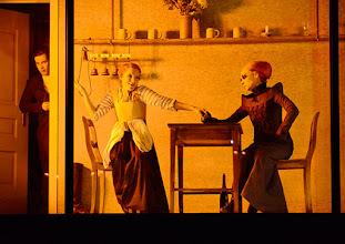 Photo: Wien/ Theater in der Josefstadt: FRÄULEIN JULIE von August Strindberg. Premiere 6.10.2015. Inszenierung: Anna Bergmann. Florian Teichtmeister, Sona MacDonald, Bea Brocks. Copyright: Barbara Zeininger