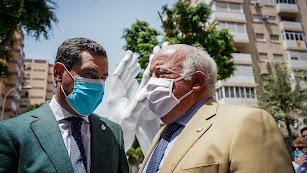 Juanma Moreno y Jesús Aguirre, en Almería.