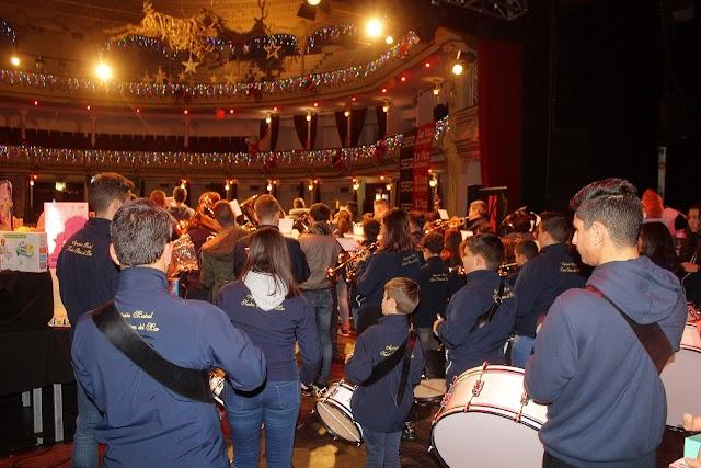 La Agrupación Musical Nuestra Señora del Mar durante su actuación en el Teatro Cervantes.