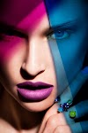 gezicht van vrouw met schaduwen in diverse kleuren