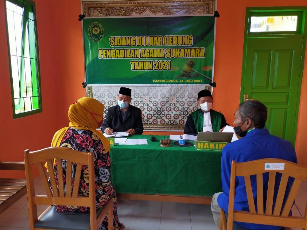 Sidang di Luar Gedung Perdana PA Sukamara di Balai Nikah KUA Kecamatan Pantai Lunci   (23/7)