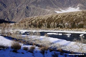 Photo: Это не ледоход на Катуни. Это остатки льда на крупных камнях в русле реки.