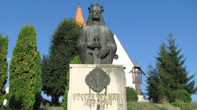 Photo: Bustul in bronz a voievodului Stefan cel Mare A fost ridicat cu aprobarea lui Nicolae Iorga - (1871-1940)   şi finanţat de scriitorul moldovean Gheorghe Sion - (1882-1892). http://www.ziarulfaclia.ro/turism-la-sfirsit-de-saptamina-m-am-suit-in-dealul-clujului/ http://www.manastirea-feleacu.ro/biserica.html http://www.comunafeleacu.ro/ (2012.08.14)