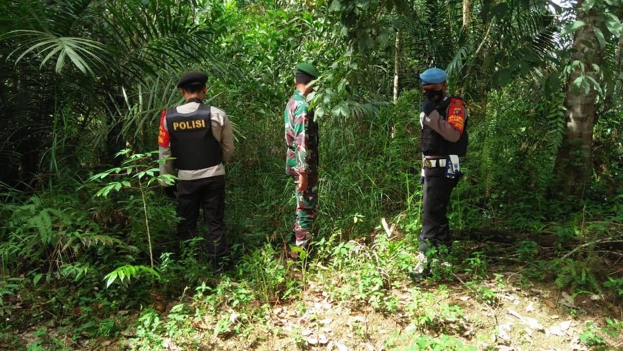 Laksanakan Patroli, Anggota Polsek Blusukan Ke Hutan