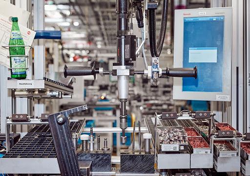 Arbeitsplatz an Montagelinie