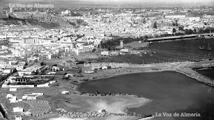 Almería vista desde la entrada por la Carretera de Málaga. Era el año 1956 y todavía no habían llegado los grandes edificios.
