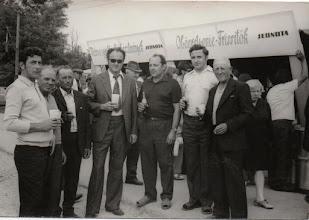 Photo: Május 1-én fotózták a szövetkezeti tagok: balról: Kósa Ernő, Németh Sándor, id. Lakatos Károly, Kiss Ferdinánd mérnök, Szabó, Gyula, Rigó Benedek mérnök, Várady Pál.