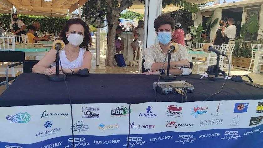 Carmen García, de la Oficina de Turismo, junto con el periodista Guillermo Mirón.