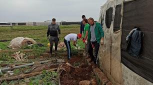 Agricultores de la provincia ayudando en la zona del desastre.