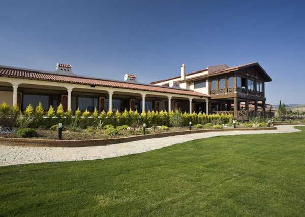 Konvoy Hotel & The Country Club