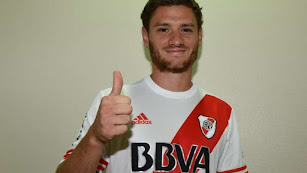 Arzura con la camiseta de River Plate.