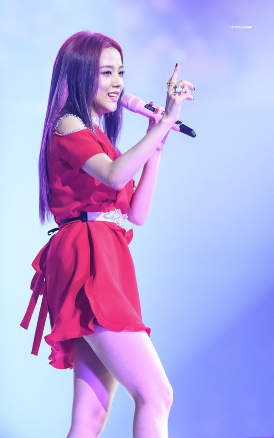jisoo red 18