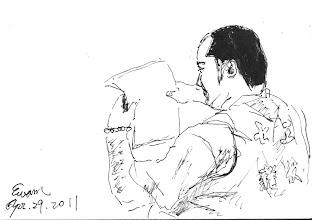 Photo: 家書2011.04.29鋼筆 在獄中服刑,收容人最期盼的莫過於親情,看他目不轉睛看著家書,想必字裡行間䀆是滿滿的思念…
