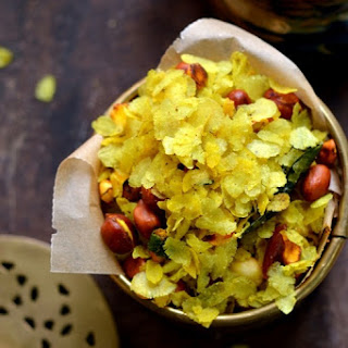Chivda - Savory Beaten Rice Flakes with Peanuts