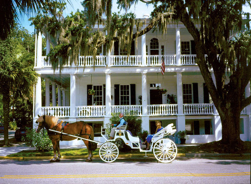 Carriage-at-Rhett-Beaufort-SC.jpg - Drop by the Rhett House Inn in Beaufort, S.C., known for its romantic style of architecture, where traditional horse carriages may still be seen.