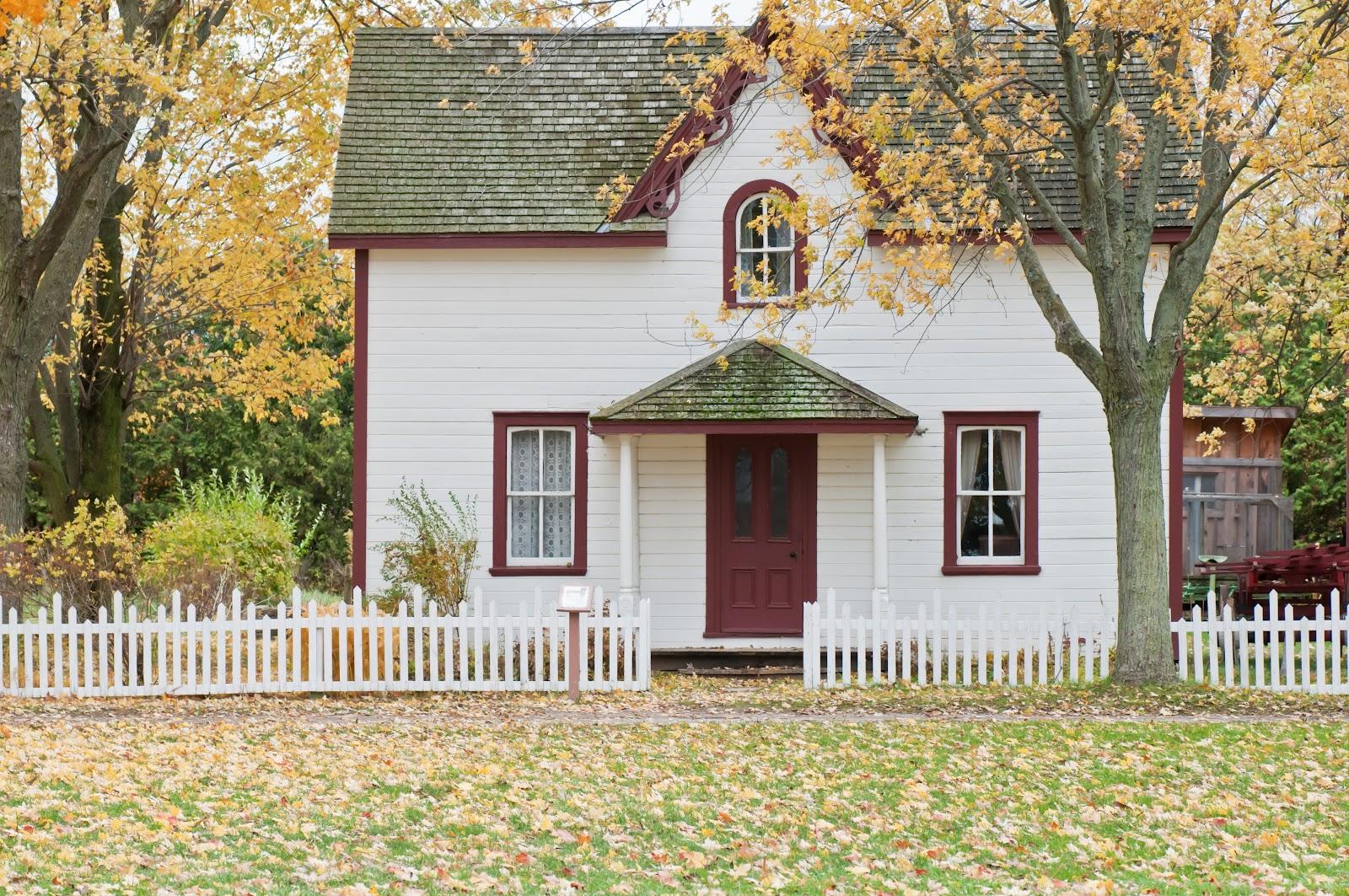 Dengan gaya pedesaannya, desain farm house menggambarkan kesederhanaan - source: www.unsplash.com