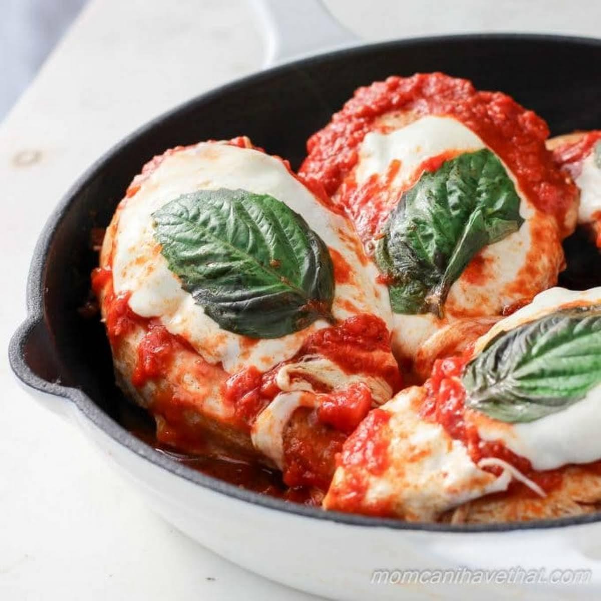 Easy Caprese Chicken Mozzarella (Low Carb Recipe)